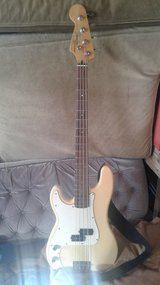 Fender Precision Bass LH in Yucca Valley, California