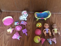 17 Piece Fisher Price Snap N Style Babies, Dog, Bathtub in Bartlett, Illinois