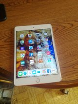 LIKE NEW SILVER IPAD 4 MINI UNLOCKED AND WIFI 16GB COMES WITH CHARGER AND BRAND NEW GRIFFIN DEFE... in Todd County, Kentucky