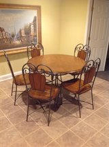Dinning room Table and chairs in Bolingbrook, Illinois