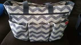 Skip Hop Duo Double Signature Carry All Travel Diaper Bag Tote in Fort Leonard Wood, Missouri