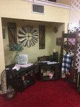 Lots of furniture and home decor in Leesville, Louisiana