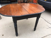 Drop leaf table in Schaumburg, Illinois
