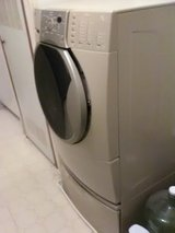 Washer with pedestal in Alamogordo, New Mexico
