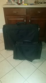 2 piece Samsonite luggage set - excellent condition in Byron, Georgia