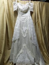 WEDDING Chantilly lace Bare sholder  Dress in Alamogordo, New Mexico