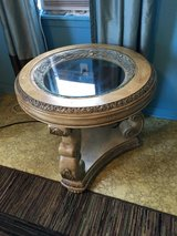"End table28""round. 25 1/2 tall in Cleveland, Texas"