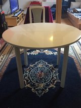Expandable round white table in Ramstein, Germany