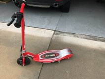 Razor Electric Scooter E125 WORKS GREAT  have manual and charger in Camp Lejeune, North Carolina