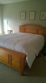 5pc Queen/Full Bedroom Furniture Set in Joliet, Illinois