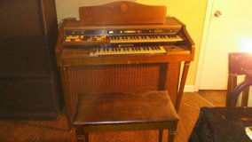 Electric organ/piano in Fort Campbell, Kentucky
