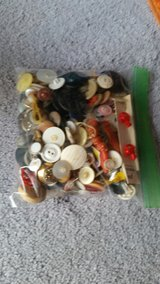 sandwich bad full of antiqe over 80 years old buttons in Fort Leonard Wood, Missouri