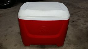 Igloo 30 qt Cooler in Fort Leonard Wood, Missouri