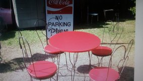 Ice cream table and chairs in Baytown, Texas
