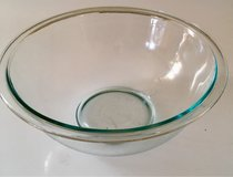 Pyrex glass 2.5Qt mixing bowl #325 in Fort Leonard Wood, Missouri
