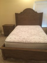 Queen bedroom suit in Fort Polk, Louisiana