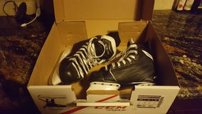 Boys hockey ice skates (Size 2) in Joliet, Illinois
