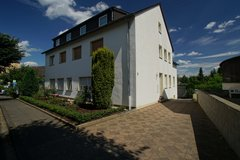 Very spacious & light 6+ Bed- / 3 Bath- Apartment with large lawn & patio in Spangdahlem, Germany