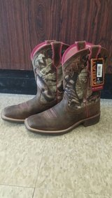 Women's Ariat Camo Boots SZ8.5 in Cleveland, Texas