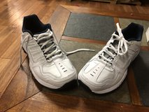 New ladies size 8 Skechers relax fit in Camp Lejeune, North Carolina