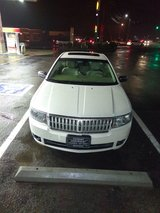 Low miles. Lincoln MKZ in Fort Campbell, Kentucky