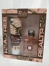 REALTREE perfume and lotion set-Brand New in Fort Leonard Wood, Missouri