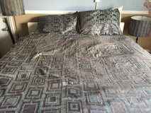 queen size comforter w/2  standard size pillow shams in 29 Palms, California