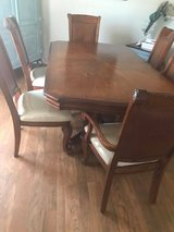 Leaf table with 6 chairs in Beaufort, South Carolina