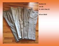 4 pair men's khakis in Fort Leonard Wood, Missouri