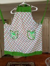 CUTE APRON (GENTLY USED) in Fort Campbell, Kentucky