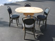 Table and 4 Chairs in Joliet, Illinois