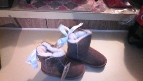 New size 9 c Girls  APRES by LAMO Boots in Fort Leonard Wood, Missouri