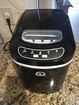 Countertop Portable Ice Maker in Tomball, Texas