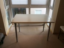 white laminate table-easy to transport in Grafenwoehr, GE