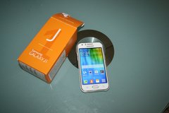samsung.galaxy j1  Whit  with box in Wiesbaden, GE