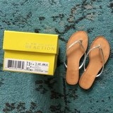 Pretty Kenneth Cole Flip Flops Size 7.5 in Lockport, Illinois