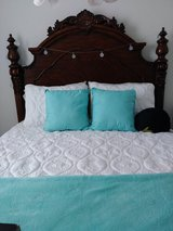 Solid wood queen size bed in The Woodlands, Texas