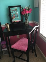 Small desk/vanity with chair in Camp Lejeune, North Carolina