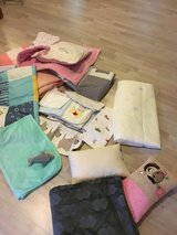 Lots of Blankets and pilllows to spoil your pet (all in great condition ) in Hohenfels, Germany