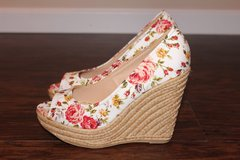 NEW Floral Print Wedges in Fort Leonard Wood, Missouri