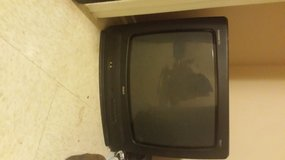 28 inch box tv in Fort Polk, Louisiana