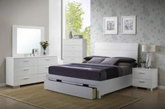 WHITE QUEEN SIZE STORAGE BED FREE DELIVERY in Huntington Beach, California