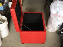 small leather hope chest 2 foot wide/ approximately 1 1/2 tall in 29 Palms, California
