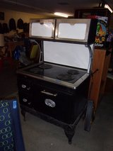 Country Kitchen Electric Stove in Fort Riley, Kansas