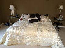 Select comfort king size air mattress bed in Chicago, Illinois