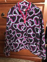 Girls Old Navy fleece hearts pullover, size 8 in Bolingbrook, Illinois