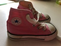 girls converse shoes size 4 in Okinawa, Japan