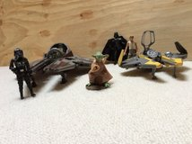 Star Wars-Hasbro 2004-Jedi Anakin Star Fighter and Obi-Wan Kenobi's Star Fighter + 4 figurines in Lakenheath, UK
