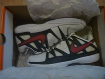 nike men's tennis shoe, size 9.5; new in Okinawa, Japan