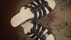 Cloud Walkers 9W Black Strappy Sandals NWOT in Naperville, Illinois